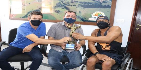 Prefeito celebra vitória de atleta morrinhense em campeonato nacional de fisiculturismo